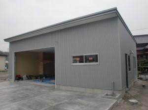 建築中ガレージ